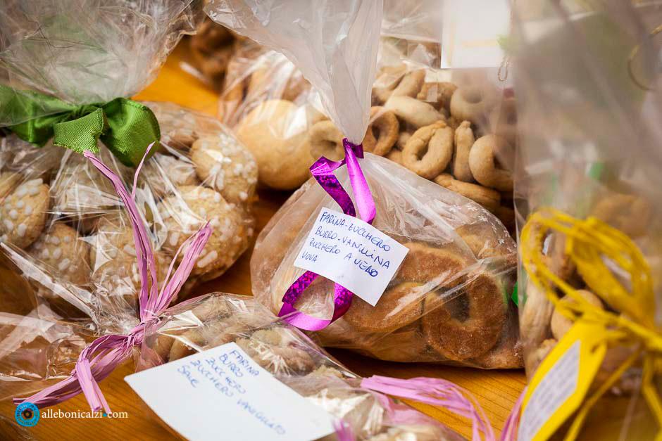 Biscotti-progetto-solidarieta-Corte-della-Vita-Natale2014-alle-bonicalzi